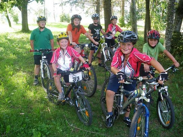 Unsere mountainbike jugend beim training mtb club montafon