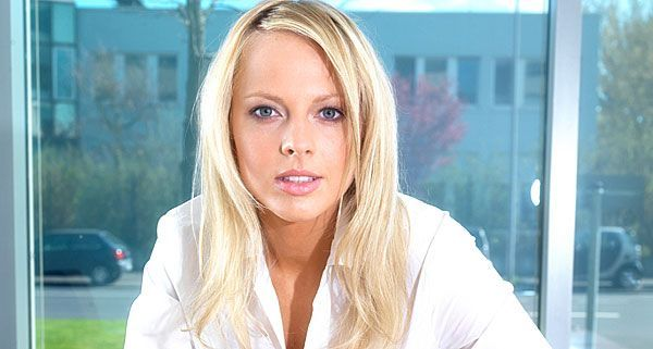 Single test frauen AnastasiaDate offers a thrilling companionship with romantic and caring women from abroad.