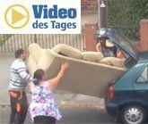 Hätten Sie diese Couch in den Kleinwagen bekommen?