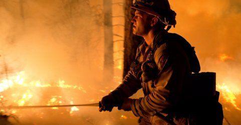 Schwere Waldbrände bedrohen hunderte Häuser in Kalifornien