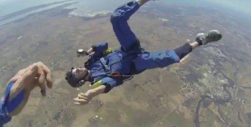 Fallschirmspringer hat in 4.000 Meter einen epileptischen Anfall