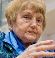 Sie überstand Mengeles Experimente - und reicht SS-Aufseher die Hand