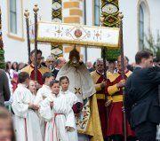 Ehepaar wählt Notruf wegen Kirchenprozession