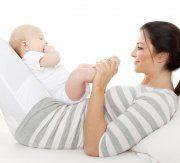 Mit Babymassagen die Bindung stärken