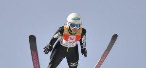 Takanashi siegte in Hinzenbach vor zwei ÖSV-Springerinnen