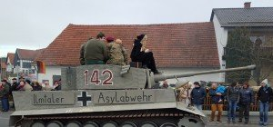"Ermittlungen wegen Panzerattrappe ""Asylabwehr"" bei Faschingszug"