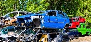 Schrottautos: Bruder klagt Schwester