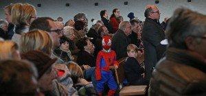 Was treibt Spiderman in der Kirche?