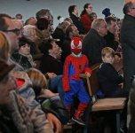 Was treibt Spider- man in der Kirche
