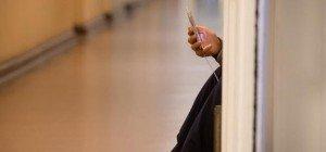 Caritas zahlt keine Handys für Flüchtlinge