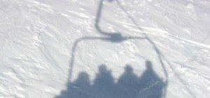 Bub stürzt von Sessellift acht Meter in die Tiefe