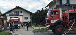 Einfamilienhaus in Vollbrand geraten – Feuerwehr im Großeinsatz