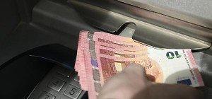 Österreicher wollen mit Bargeld zahlen, Handy out