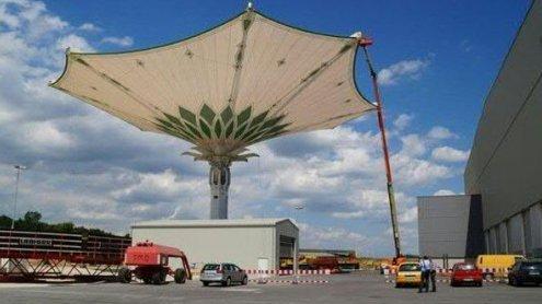 Mega-Sonnenschirm in Mekka gleitet mit Ländle-Know-how
