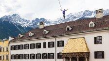 Slackliner überquert das Goldene Dachl