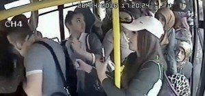 Frauen rächen sich an Perversem in Bus