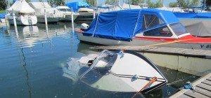 Motorboot im Gemeindehafen Höchst gesunken