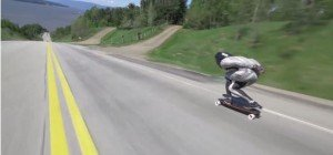 Weltrekord im Downhill Skateboarding: Erik Lundberg auf dem Longboard