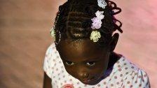 Mädchen mussten Afro-Haare glätten