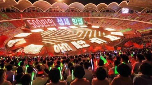 Massenhysterie in Nordkorea: 150.000 Teenager feiern Diktator