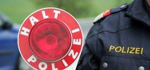 Vorarlberg: Golf-Lenkerin begeht nach Unfall mit Mofa Fahrerflucht
