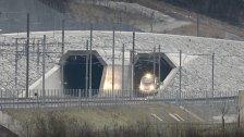 Bahnverkehr durch Gotthard-Tunnel startet