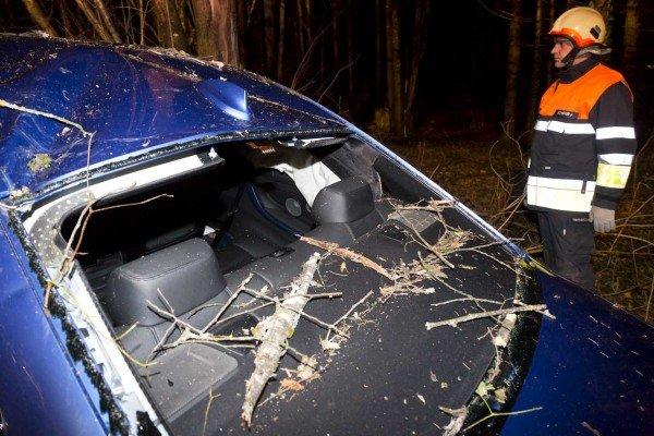 Verkehrsunfall in Vorarlberg: Pkw kam von Straße ab
