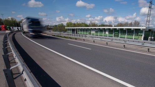 Polizei kontrolliert Grenze zu Österreich fast durchgehend