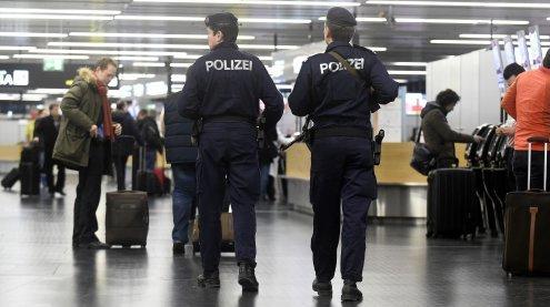"Terrorverdächtiger ""Flüchtlings-Offizier"" führte ""Todesliste"""