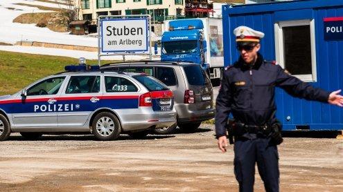 """Kontrollen am Arlberg-Pass: Kein Durchkommen für """"Brummis"""""""