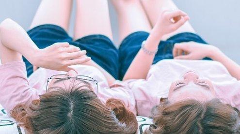 """Lieber die Beine hoch: Geld ist der """"Generation Y"""" nicht so wichtig"""