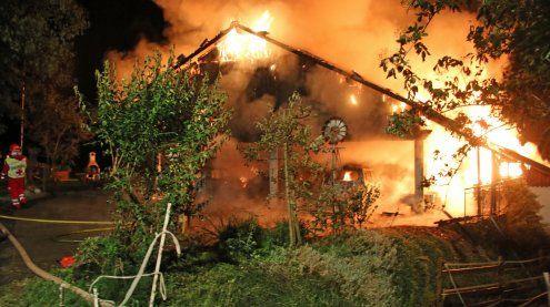Brand zerstört Wohnhaus – Bewohner konnten sich retten