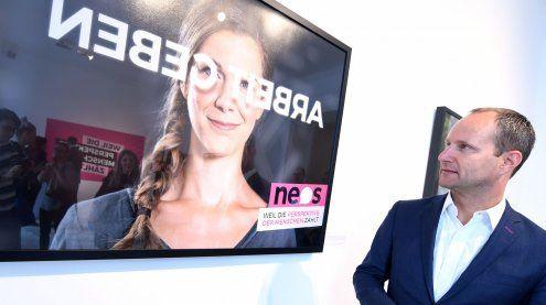 NEOS starten mit Wahlplakaten in Spiegelschrift in den Wahlkampf
