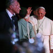"""Papst beendete Kolumbien-Reise mit """"Veilchen"""""""