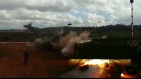 Russischer Helikopter feuert mehrere Raketen auf Zuschauer