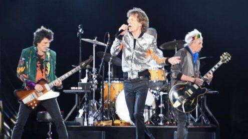 Keith Richards schwingt in der Schweiz die Österreich-Fahne