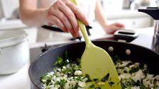 Frauen kochen, Männer essen: EU-Statistik