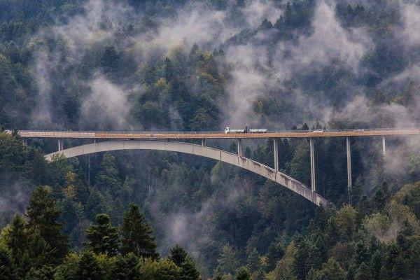 Asphaltarbeiten auf Lingenauer Brücke